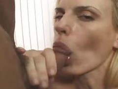 Keep in view this mom eating this hot cock & swallows all the cum