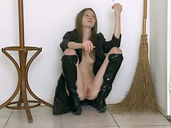 Gorgeous and XXX chick in knavish boots is way their way kitty