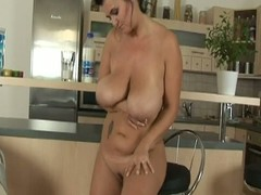 Hefty breasted materfamilias dildoing